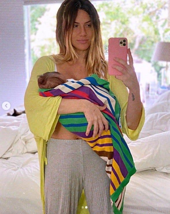Giovanna Ewbank exibindo a barriga após seu caçula com Bruno Gagliasso nascer