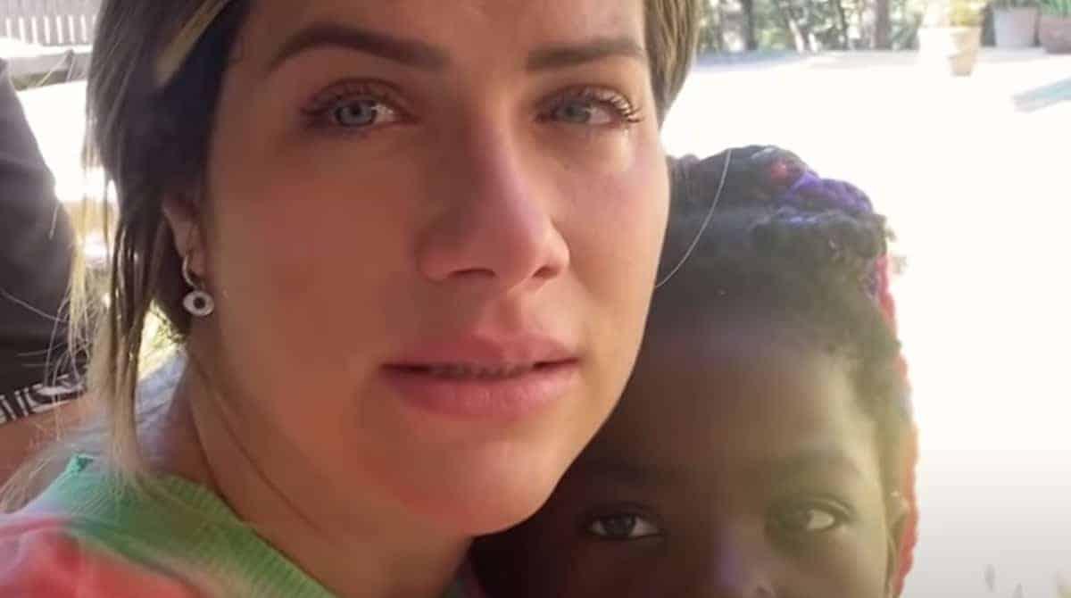 Giovanna Ewbank chorou e teve o apoio de Titi
