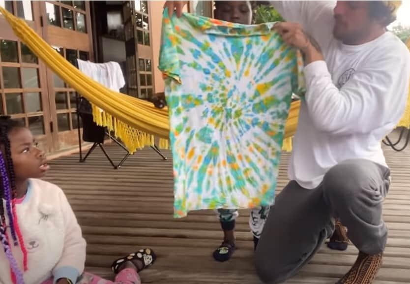 Giovanna Ewbank mostrou a camiseta que Bless fez