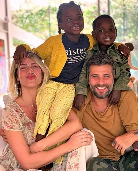 Giovanna Ewbank e Bruno Gagliasso com os seus dois filhos
