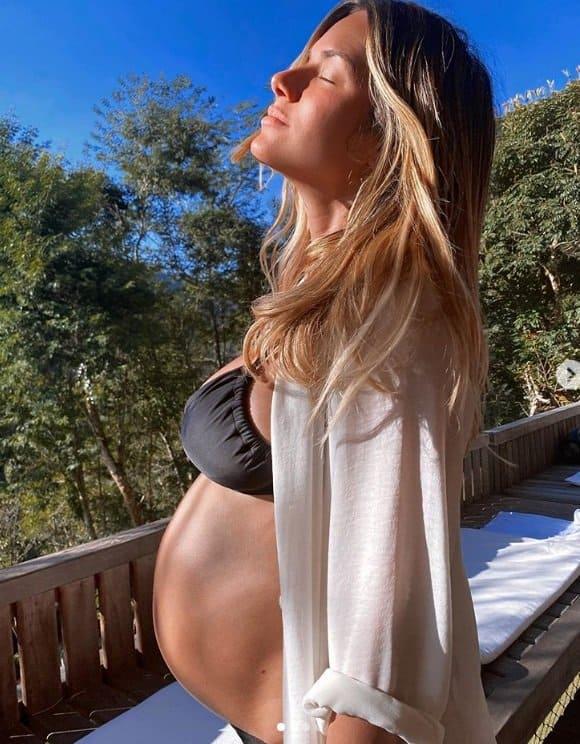 Giovanna Ewbank com seu barrigão de grávida
