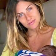 Giovanna Ewbank exibiu barriga pós-parto em foto