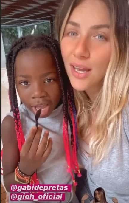 Giovanna Ewbank com sua primogênita Titi