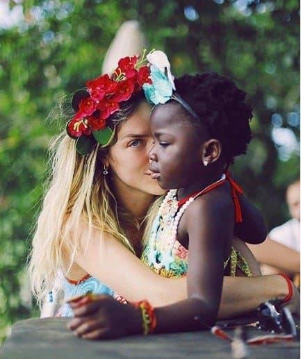 Giovanna Ewbank com Titi sem as tranças nagô