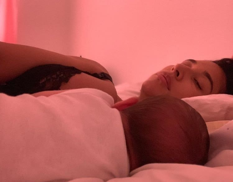 Giselle Itié com seu bebê Pedro Luna