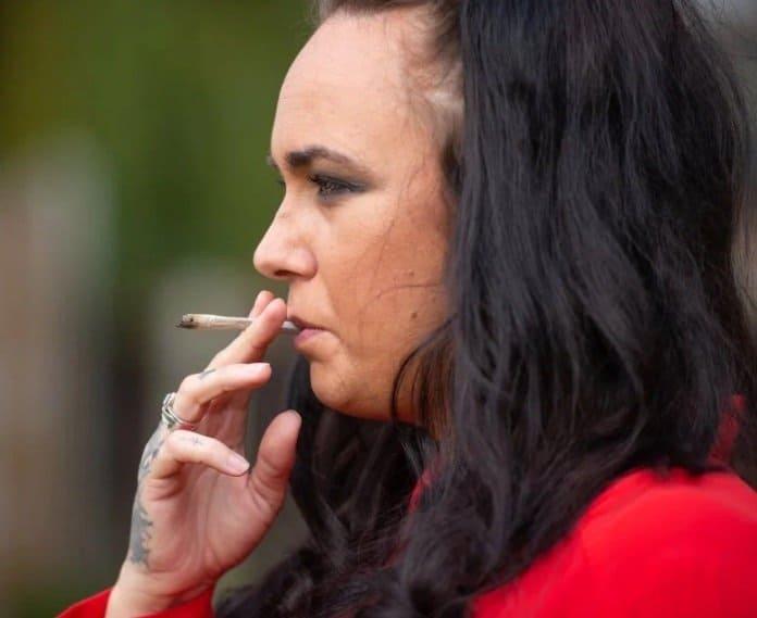 Sammy está grávida e revelou que fuma maconha todo dia