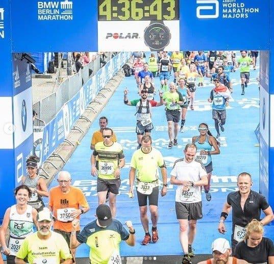 Grávida de 9 meses completando maratona