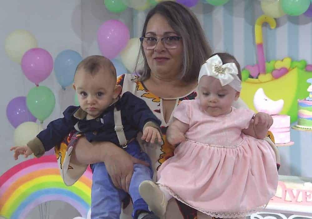 Os gêmeos Asaph e Ana Vitória na festa de um ano