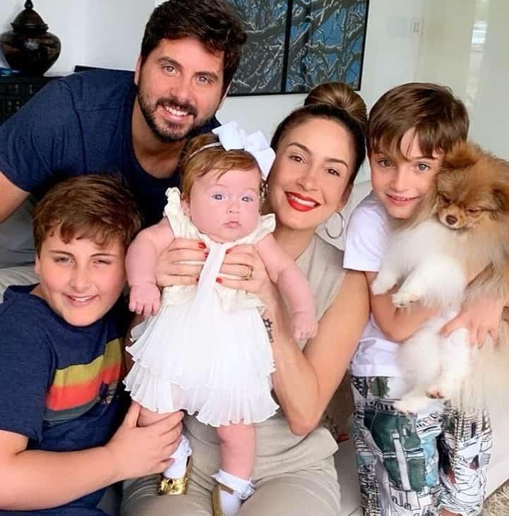 Claudia Leitte foi uma das grávidas que viajou aos Estados Unidos e deu à luz no país