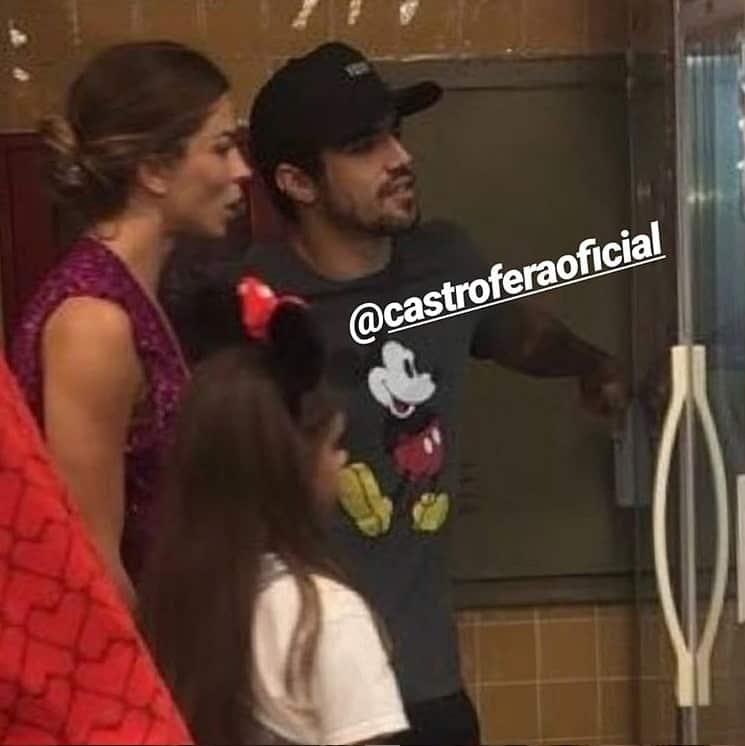 Grazi Massafera e a filha durante passeio com Caio Castro