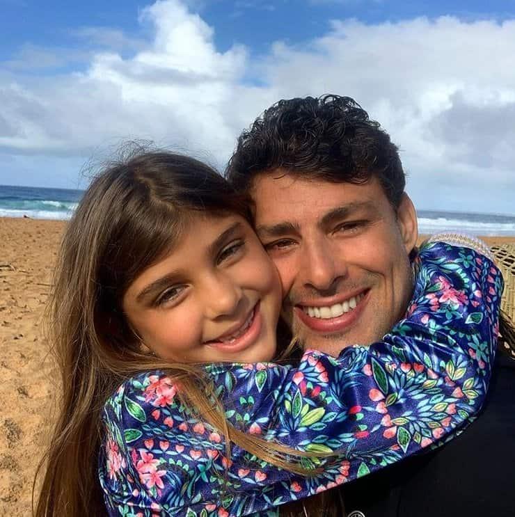 Cauã Reymond com sua filha com Grazi Massafera