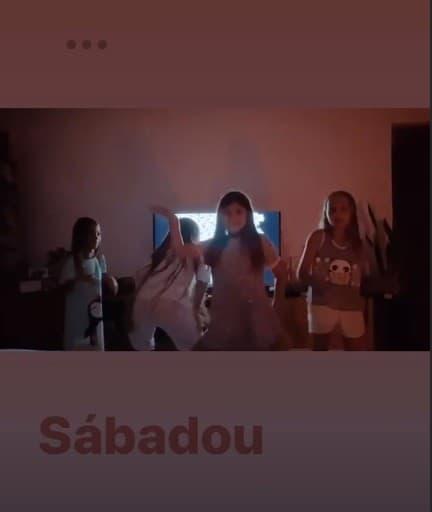 Filha de Cauã Reymond e Grazi Massafera em sua festa do pijama