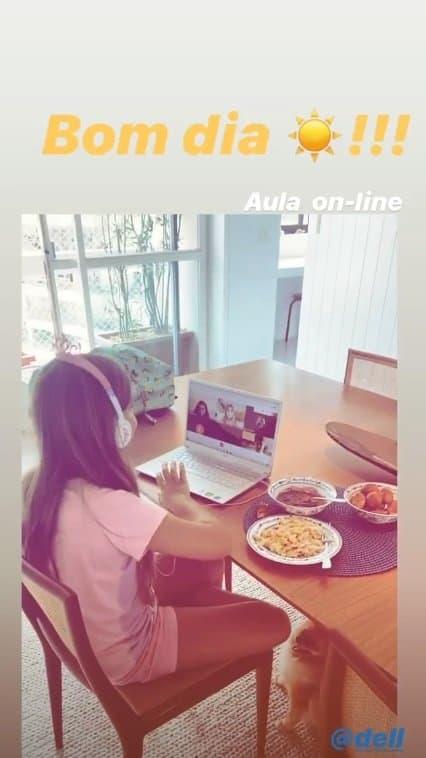 Grazi Massafera mostrou a filha estudando