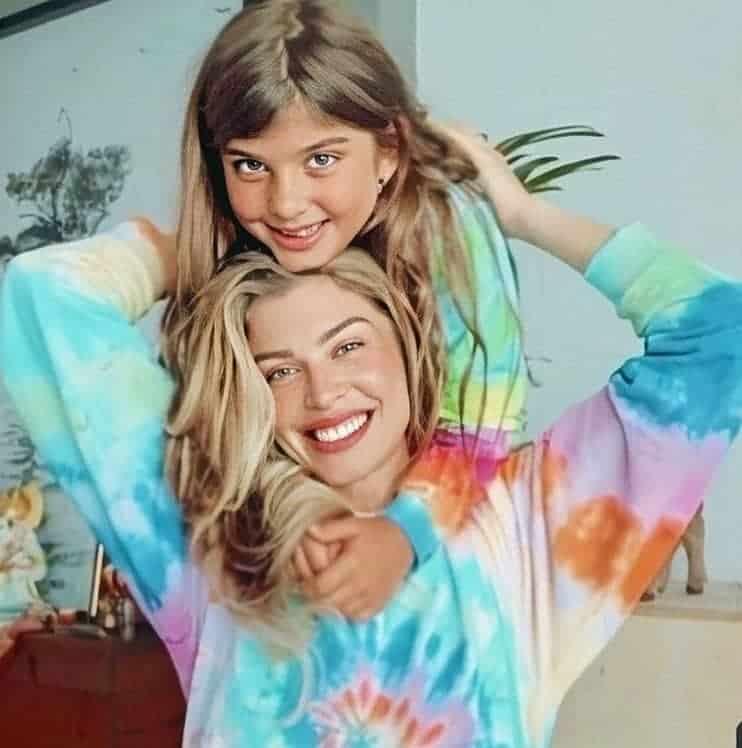Grazi Massafera e a filha com o ator Cauã Reymond