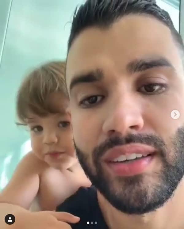 O cantor Gusttavo Lima com seu outro filho Gabriel