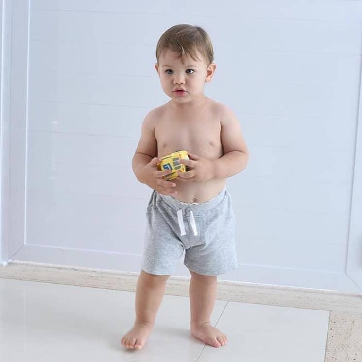 O papai Gusttavo Lima compartilhou uma foto de seu filho Gabriel e comentou sobre o seu crescimento