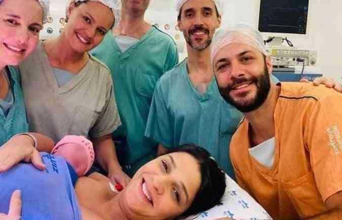 Mãe de Isabella Nardoni com sua recém-nascida Maria Fernanda