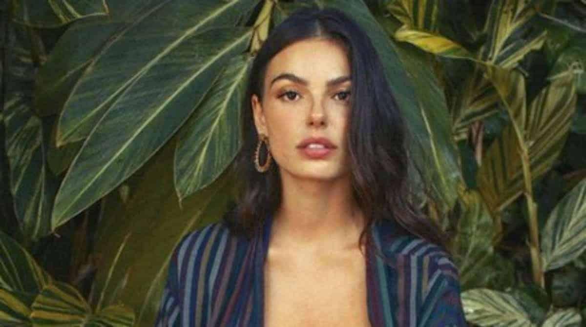 Isis Valverde desabafou após sexualizarem uma foto sua amamentando