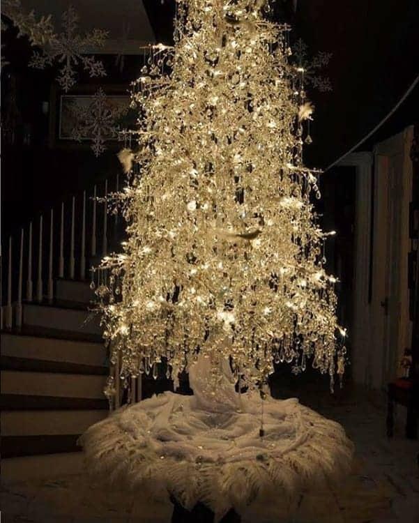 Isis Valverde posta foto da árvore do primeiro Natal de Rael