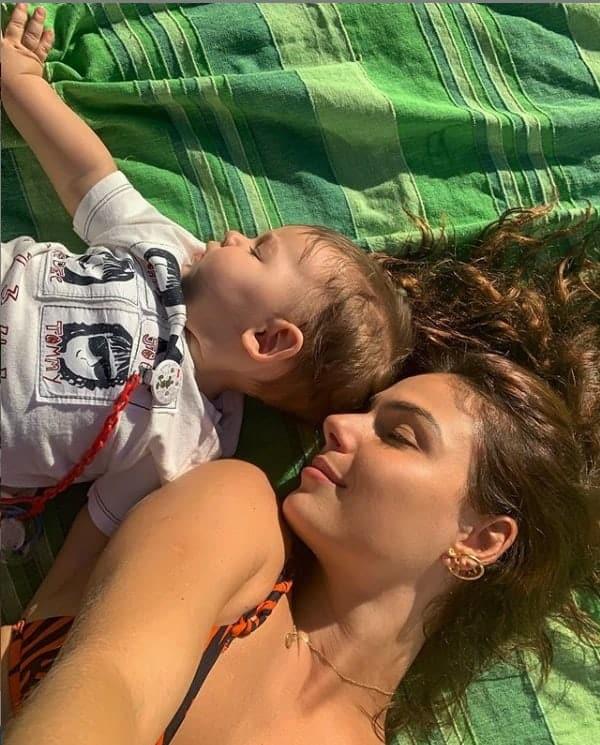 Isis Valverde com seu bebê de oito meses