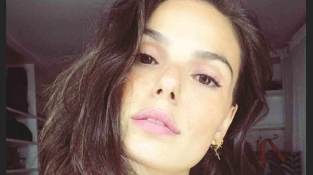 A atriz Isis Valverde compartilhou uma foto com seu seu bebê