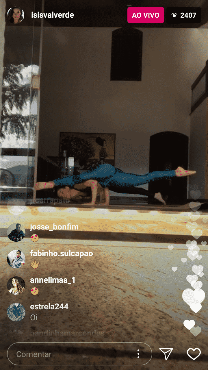 Confira Isis Valverde praticando ioga