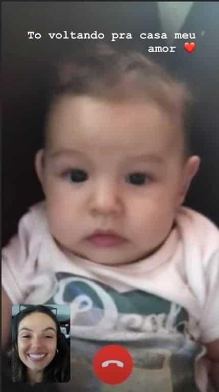 Isis Valverde conversa com o filho pelo celular