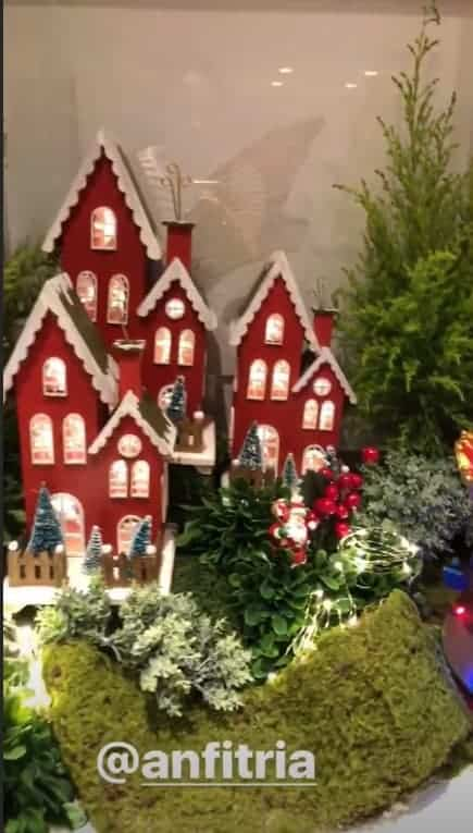 Uma pequena vila também faz parte da decoração de Natal na casa da Ivete Sangalo