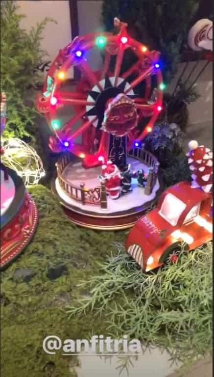 Tudo muito bem produzido na Vila de Natal na casa da Ivete Sangalona