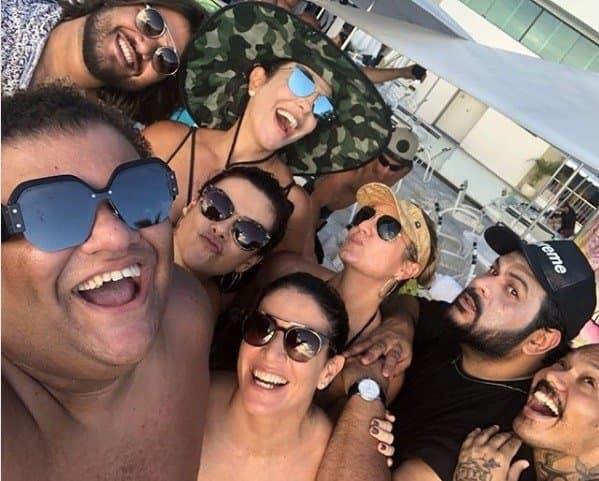 Ivete Sangalo publicou foto ao lado dos amigos