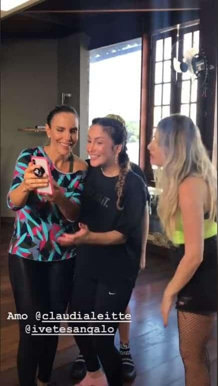 Ivete Sangalo mostra vídeo das gêmeas para amigas