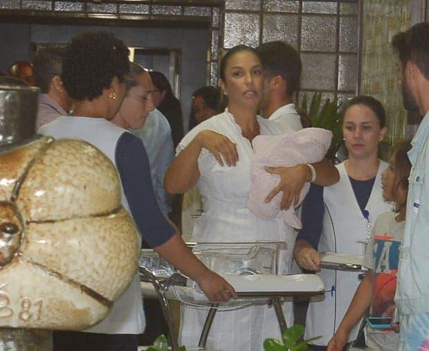 Veveta deixou a maternidade do Hospital Aliança em Salvador