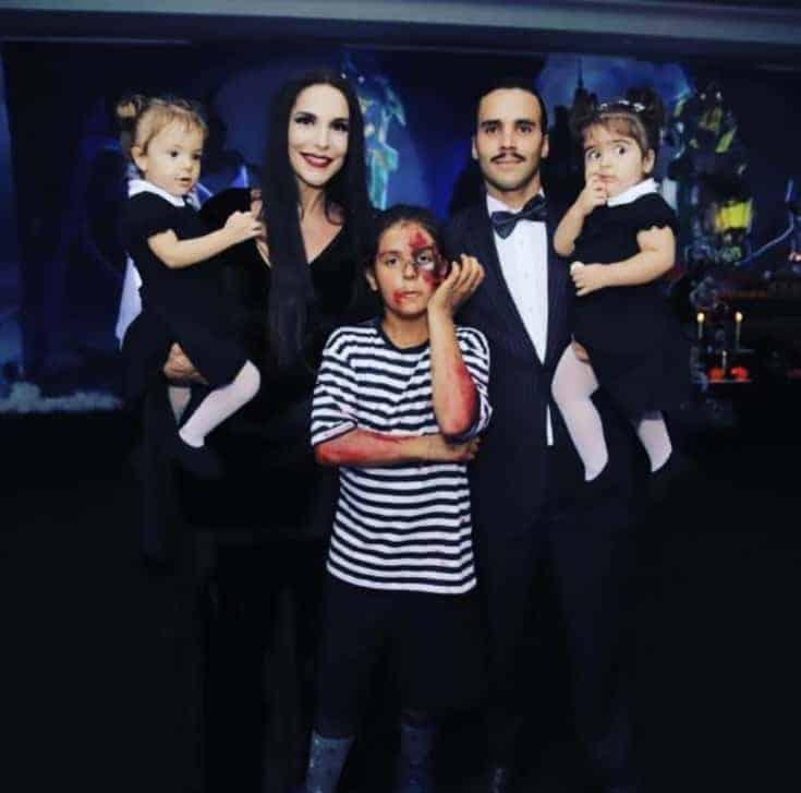 Ivete Sangalo fantasiada com sua família