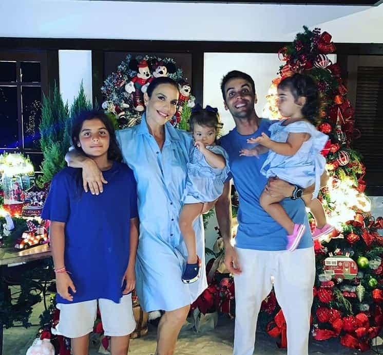 Ivete Sangalo com suas filhas, o primogênito e o marido