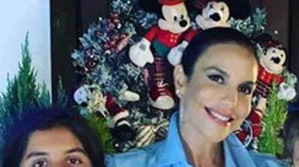 Ivete Sangalo mostrou as gêmeas no Natal