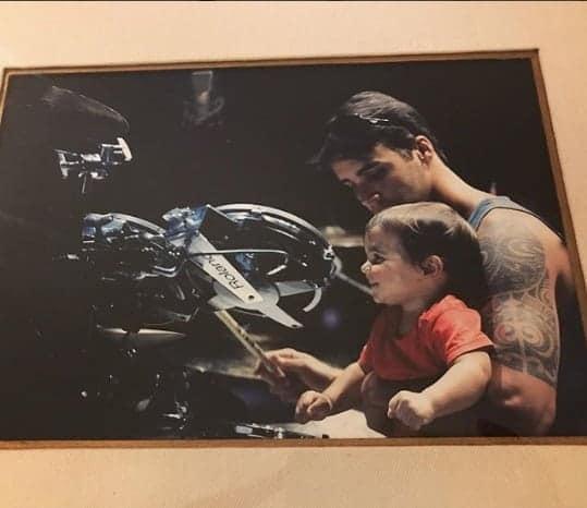Uma bela foto do papai Daniel Cady com Marcelo no colo.