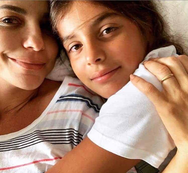 Ivete Sangalo ao lado de seu filho Marcelo