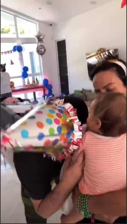 Filha de Ivete Sangalo se divertindo em festinha