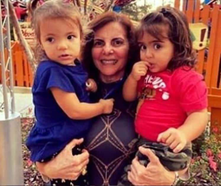 Gêmeas de Ivete Sangalo com sua avó paterna