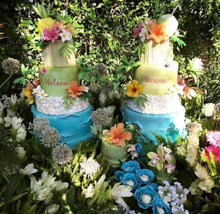 A festa das gêmeas teve dois bolos