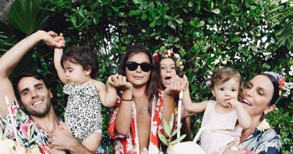 Família de Ivete Sangalo reunida no aniversário das gêmeas