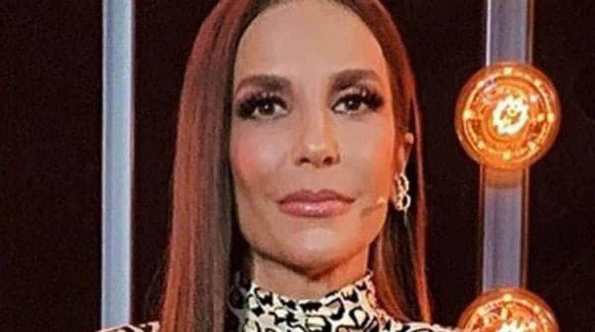 Ivete Sangalo mostrou suas gêmeas com parentes