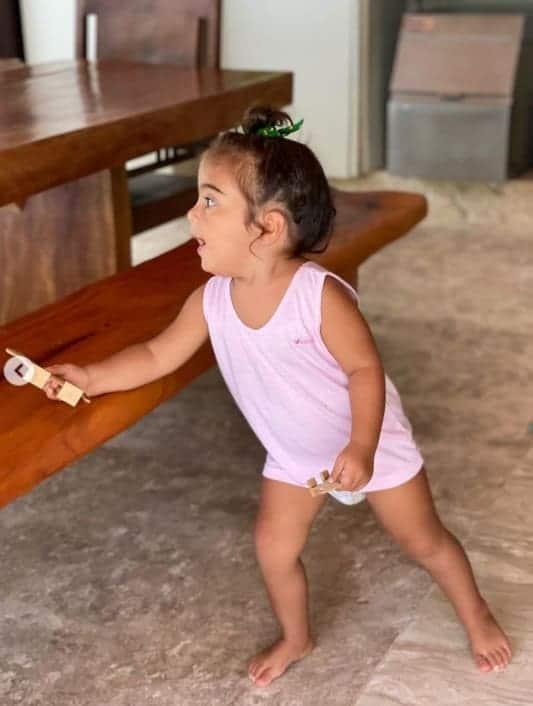 Marina, uma das filhas gêmeas de Veveta