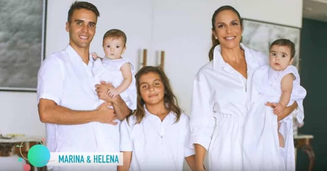 Ivete Sangalo e a família, no batizado das gêmeas