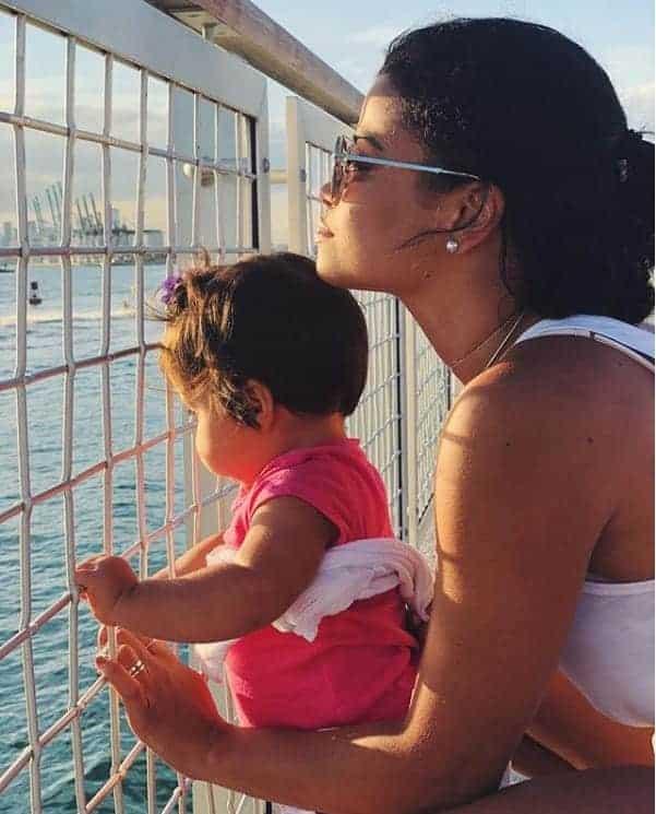Na imagem postada pela sobrinha da cantora Ivete Sangalo com a filha Marina