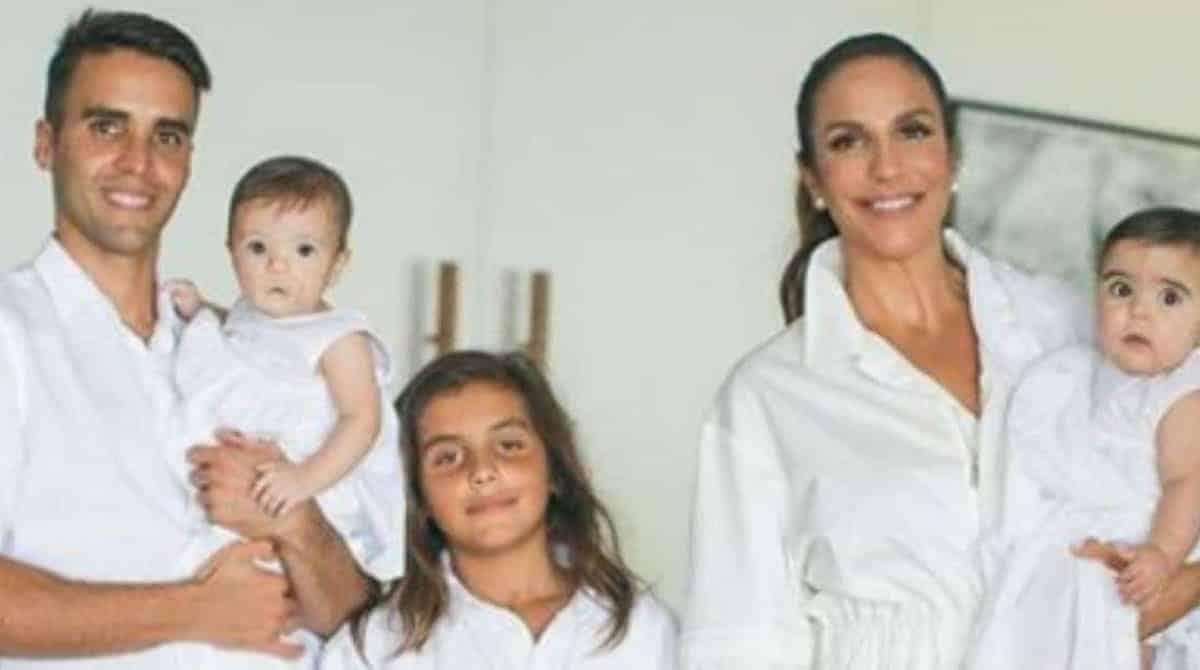 Veveta entregou lembrancinhas do batizado de seus filhas para os fãs