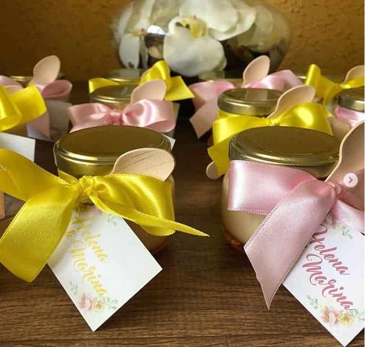 A lembrancinha da festa de um ano das gêmeas da Veveta que fez referência à lembrancinha da maternidade