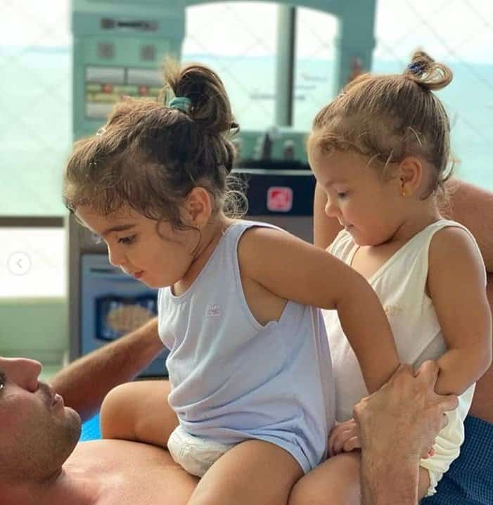 Marido de Ivete Sangalo com suas bebês gêmeas