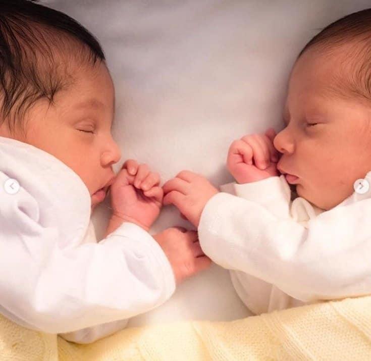 Élise e Antonie quando recém-nascidos