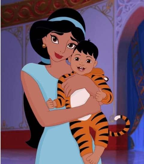 A artista desenha as princesas grávidas e depois com os bebês